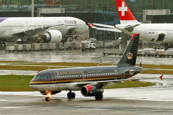 अमेरिका में इलेक्ट्रॉनिक उपकरण ले जाने वाले कुछ उड़ानों पर प्रतिबंध