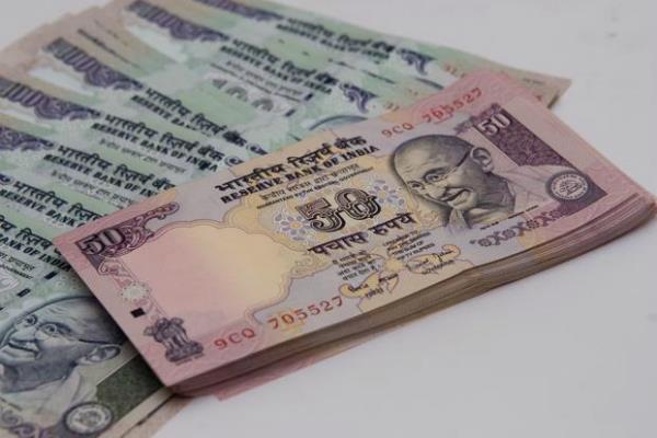 रुपया 3 पैसे गिरा, 65.39 पर खुला