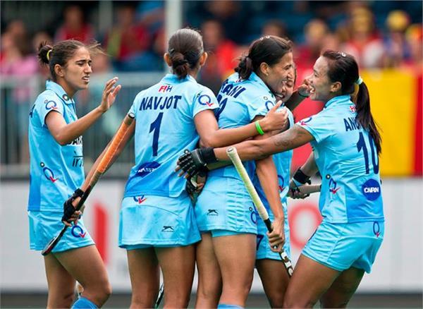 भारतीय महिला हॉकी टीम ने मनाई होली