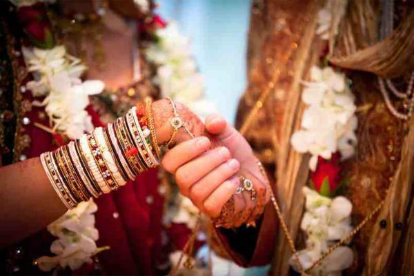 पाकिस्तान में हिंदू विवाह विधेयक बना कानून, प्रेसिडेंट ने दी बिल को मंजूरी