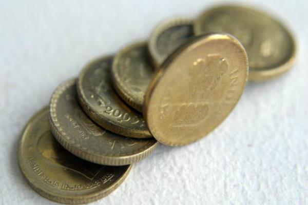 रुपया 13 पैसे मजबूत