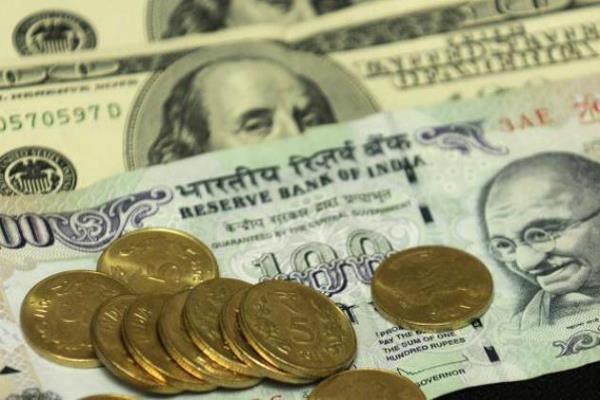 रुपए की तेजी पर ब्रेक, 24 पैसे गिरा