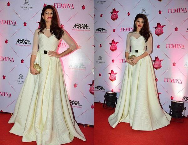 in award show jacqueline fernandez hot look