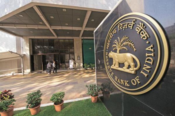 रुपए पर है नजर, करंसी मार्कीट में उतरा RBI