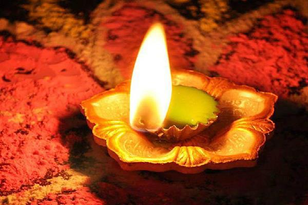 12 मार्च की रात लगाया गया 1 दीपक, रोशन कर देगा आपका नाम