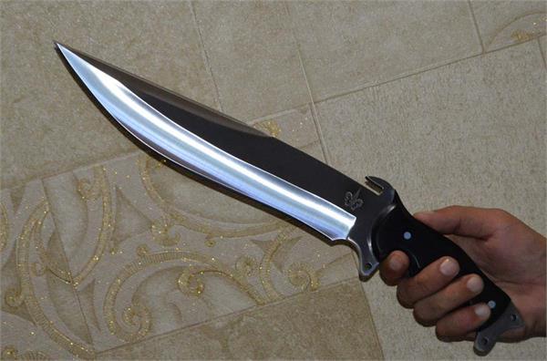 कमानीदार चाकू सहित 1 धरा