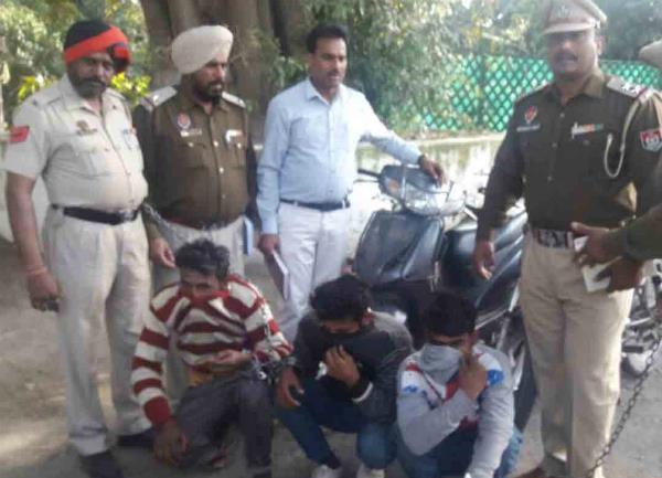 वाहन चोरी व लूटमार गिरोह का पर्दाफाश; 3 गिरफ्तार