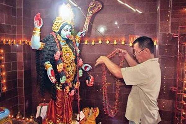 काली माता का अद्भुत मंदिर, जहां प्रसाद में मिलता है चाइनीज फूड