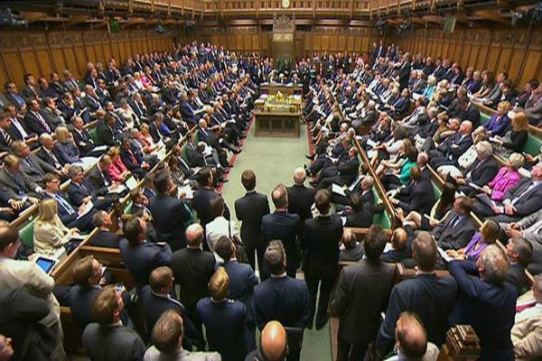 ब्रिटेन में सांसदों के लिए नए नियमों की घोषणा