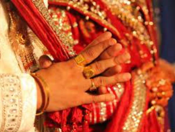 खुशी-खुशी चल रहे विवाह समारोह में बरातियों का खूनी कांड
