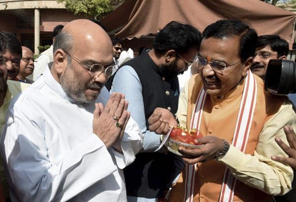 CM पद के लिए BJP में घमासान, अमित शाह के घर पहुंचे केशव मौर्या