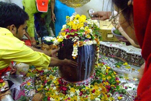 भगवान शिव के प्रकोप से बचना है तो पूजा के समय रखें इन बातों का ध्यान
