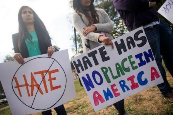 घृणा अपराध: भारतीय-अमरीकियों ने व्हाइट हाऊस के सामने निकाली रैली