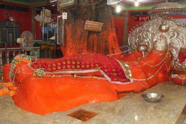 हनुमान मंदिर:नाभि से निकलता है जल, ग्रहण मात्र से रोगों व भूत-बाधाअों से मिलती है मुक्ति