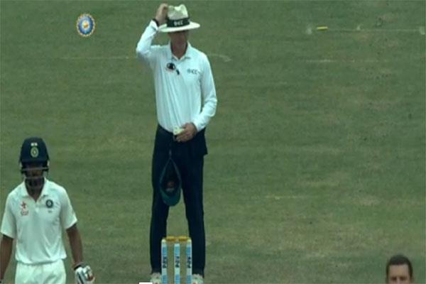 Video:मैदान पर अंपायर का ऐसा मजाक टीम इंडिया पर पड़ सकता था भारी