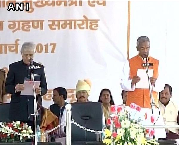 उत्तराखंड के नए CM बनें त्रिवेंद्र सिंह रावत, PM मोदी की माैजूदगी में ली शपथ