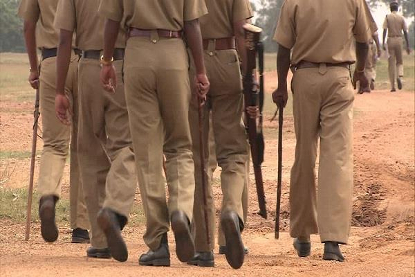 भ्रष्टाचार मामले में सस्पेंड हुए 13 सिपाही तीसरे दिन ही हुए बहाल, उठ रहे सवाल
