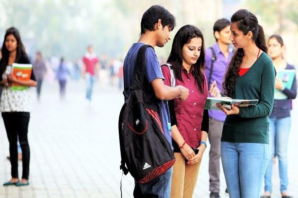 4 वषो' में ग्रामीण क्षेत्रों में स्थित कॉलेजों की संख्या में 5 प्रतिशत की वृद्धि
