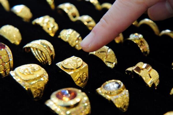 सोना स्थिर, चांदी 44 हजार के पार