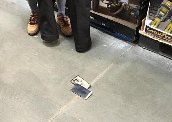 दुकान में पैंट उतार कर भागा, मच गई अफरा-तफरी
