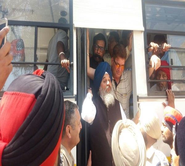 फिल्लौर से बसपा नेता करीमपुरी सैंकड़ों मुलाजिमों सहित गिरफ़्तार