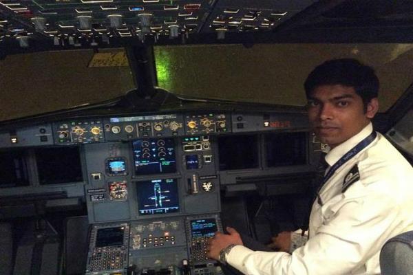 जानिए कैसे तय किया इस लड़के ने डिलीवरी बॉय से पायलट बनने तक का सफर