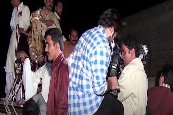 पाकिस्तानी दूल्हे ने शादी में मारी ऐसी एंट्री कि देखने वाले रह गए दंग, वीडियो हुआ वायरल