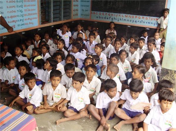 स्कूलों में भगवद् गीता को अनिवार्य बनाने वाला विधेयक पेश