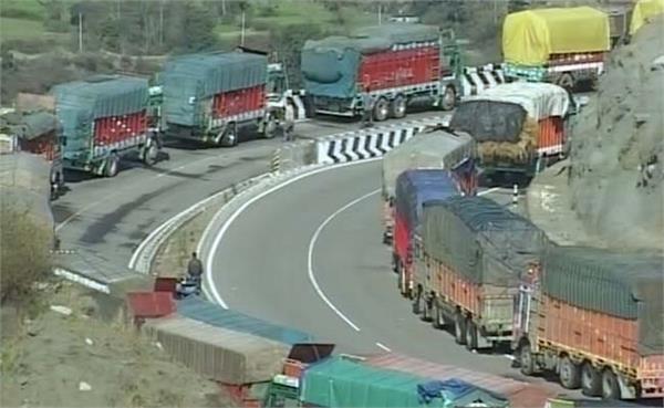श्रीनगर-जम्मू राजमार्ग पर एक तरफ से यातायात बहाल