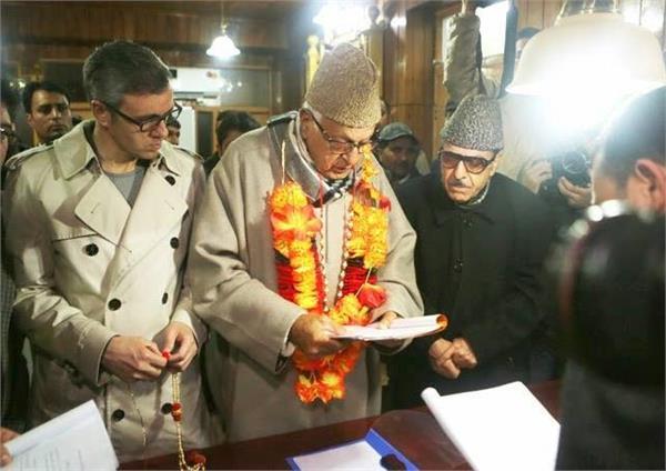 श्रीनगर उपचुनाव : फारूक अब्दुल्ला ने दाखिल किया नामांकन