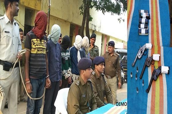 बैंक लूट मामले में पांच अपराधी गिरफ्तार,कैश बरामद