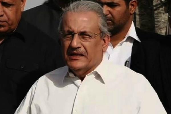 सैन्य अदालतों की बहाली को लेकर पाकिस्तान सीनेट प्रमुख ने जताई नाखुशी