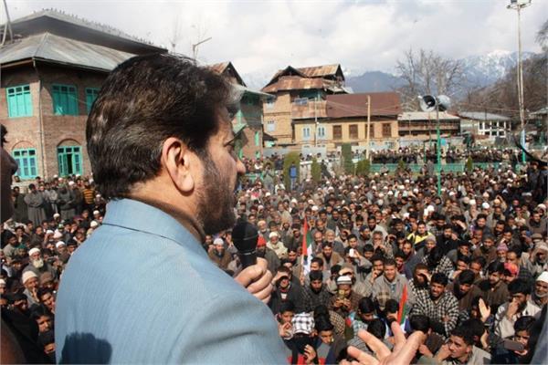 अलगाववादी नेता शब्बीर शाह ने आतंकी बुरहान के पदचिन्हों पर चलने की युवाओं से की अपील