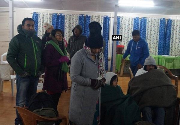 अरुणांचल: बर्फीले तूफान में फंसे 127 पर्यटकों को सेना ने बचाया