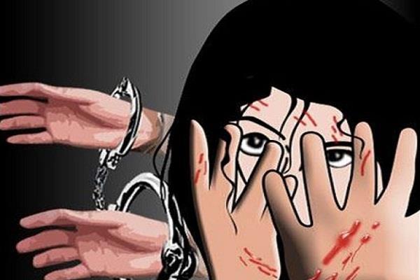 बीस साल की एक महिला से सामूहिक बलात्कार, तीन पकड़े गए