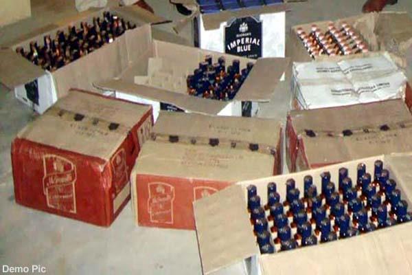 बड़ी कार्रवाई, घर और नाले से शराब की 173 पेटियां बरामद