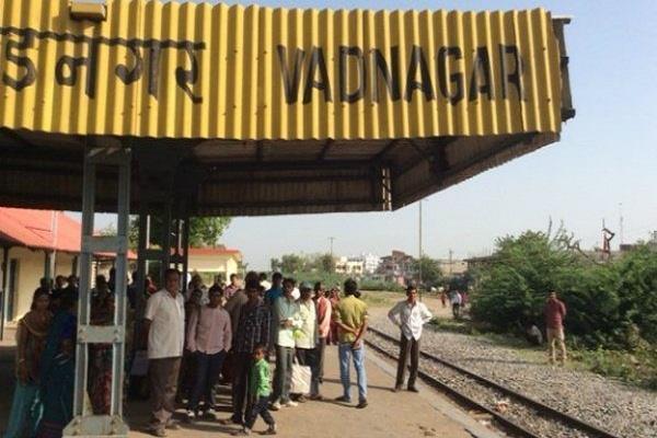 मोदी ने जिस स्टेशन पर कभी चाय बेची थी, उसके विकास के लिए मिले आठ करोड़
