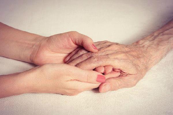 मानो या न मानो: बुजुर्गों की ये बातें हैं जादू का पिटारा, फॉलो करने वाला नहीं होता कंगाल