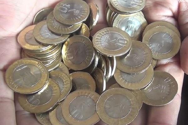 इस शहर में 10 रुपए के सिक्के लेने से कतरा रहे बैंक, पढ़े पूरी खबर