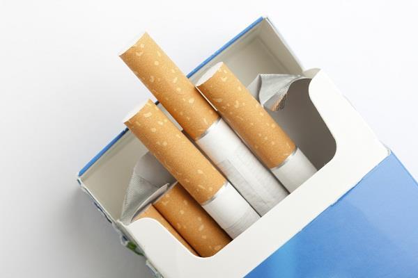 तंबाकू कंपनियों में ह्रिस्सेदारी, केंद्र सरकार को नोटिस