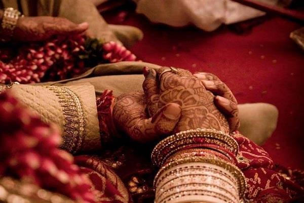 शादी से पहले वर पक्ष ने उतरवाए दुल्हन के कपड़े, जानिए क्या थी वजह?