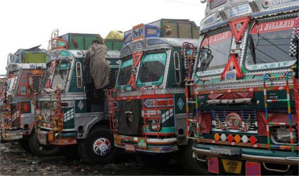 ट्रक मालिकों ने जताया रोष, बोले - ओवरलोड का चालान केवल लोकल वालों के लिए, बाहर वालों को छोड़ती है पुलिस