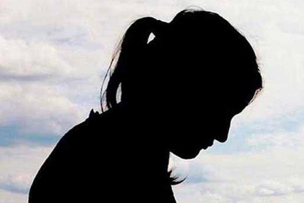 दहेजलोभी ससुरालियों ने बहू को घर से निकाला, पीड़िता ने लगाई मदद की गुहार