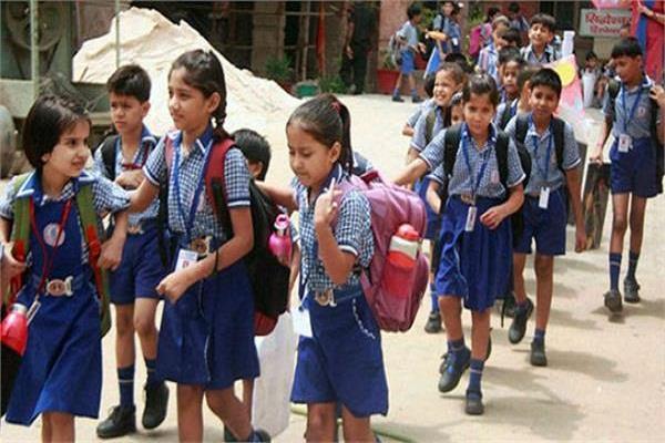 निजी स्कूलों की मनमानी पर अभिभावकों का फूटा गुस्सा