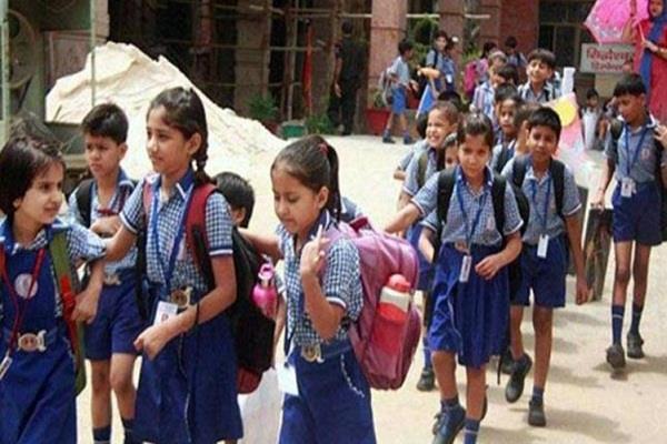 प्रशासन ने 18 स्कूलों को भेजा कारण बताओ नोटिस
