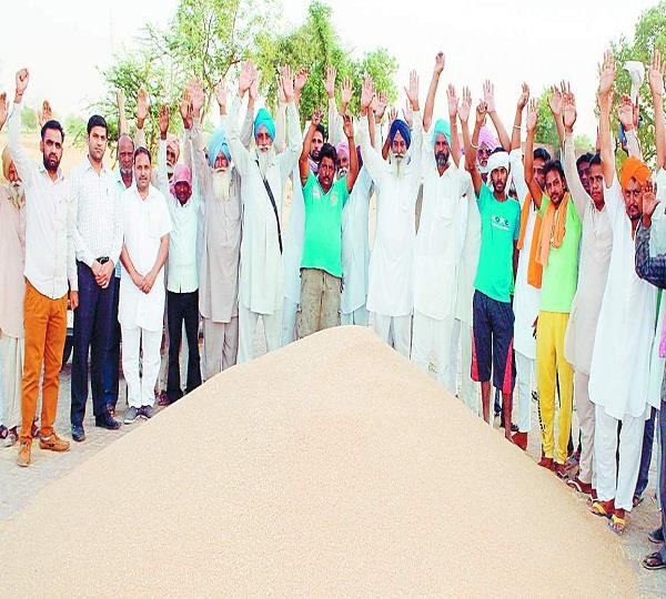 किसानों ने कांग्रेस सरकार के खिलाफ निकाली भड़ास