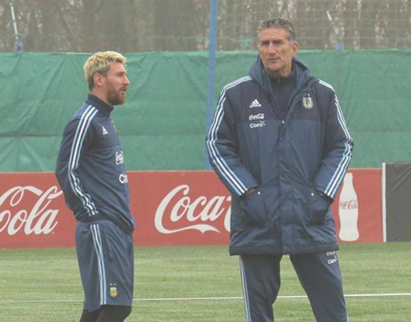 अर्जेंटीना ने अपने फुटबाल कोच को किया बर्खास्त
