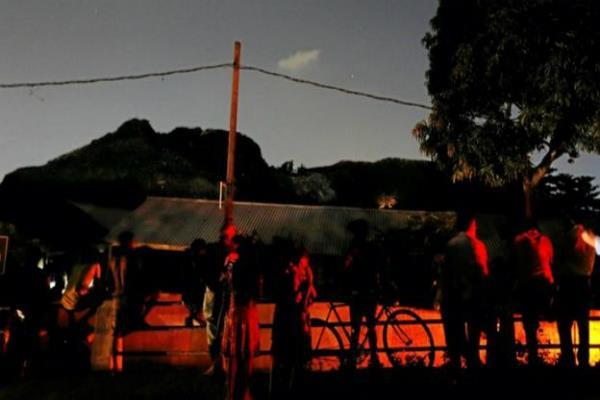 श्रीलंका में कचरे के बड़े ढेर में आग लगने से 4 बच्चों सहित 11 लोगों की मौत(Pics)