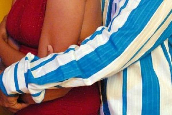 पति की घिनौनी करतूत, पत्नी का करवाया रेप