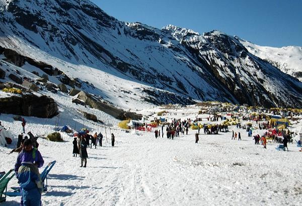 पैदल यात्रियों के लिए 'यह' दर्रा खुलते ही ग्लेशियर में दफन हुआ रैन बसेरा